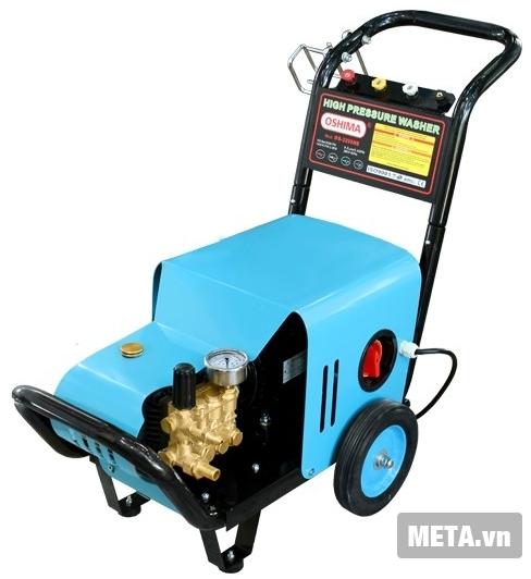 Máy rửa xe Oshima Os 2200MB được thiết kế với bánh xe dễ di chuyển.