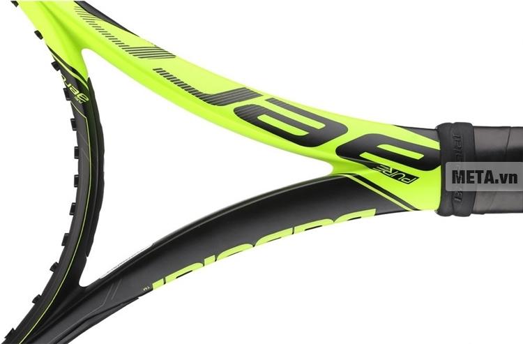 Vợt tennis Babolat Pure Aero Unstring 101253 với thiết kế bộ khung đỡ chắc chắn giúp bạn có các đường bóng xoáy và mạnh hơn.