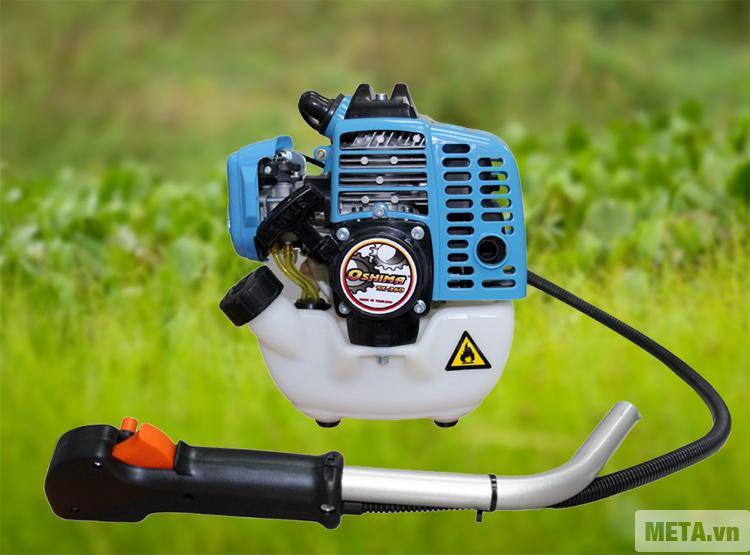 Máy cắt cỏ Oshima TX 260 với động cơ chạy bằng xăng.