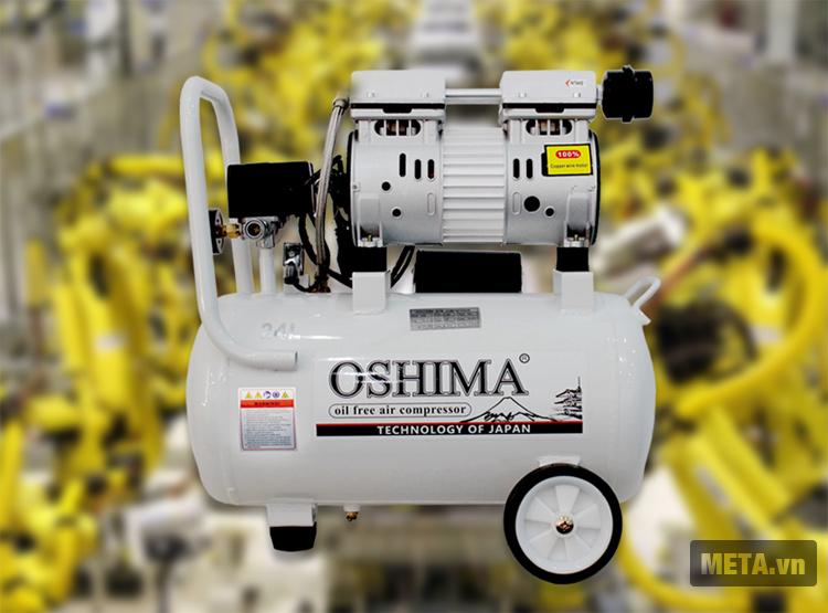 Máy nén khí không dầu Oshima 24L được thiết kế với bánh xe dễ di chuyển.
