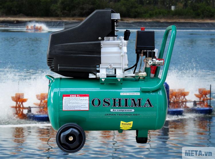 Máy nén khí Oshima 24L được sơn màu xanh bắt mắt.