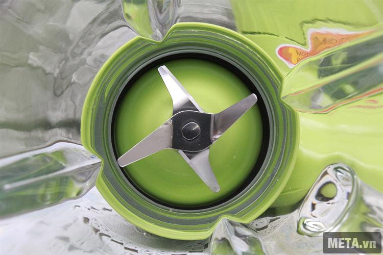 Lưỡi dao cắt của máy xay sinh tố HappyCook HCB-150B.