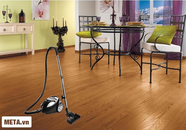 Máy hút bụi Zelmer ZVC265SK giúp sàn nhà bạn lúc nào cũng sáng bóng.
