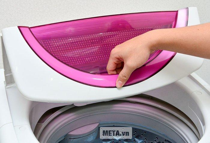 Nắp của máy giặt cửa trên Toshiba B1000GV.