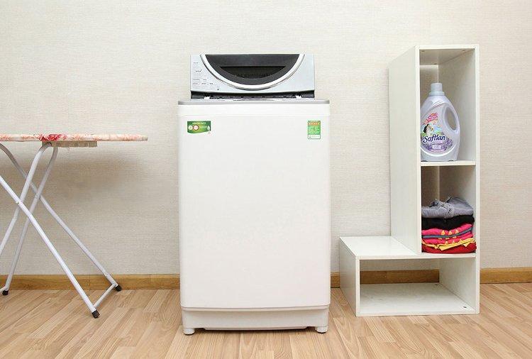 Máy giặt được thiết kế thon gọn, hiện đại.