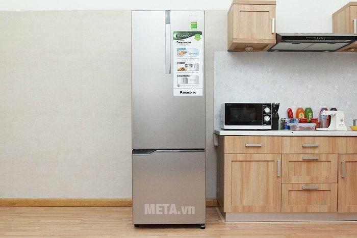 Tủ lạnh có tổng dung tích 332 lít vô cùng rộng rãi.
