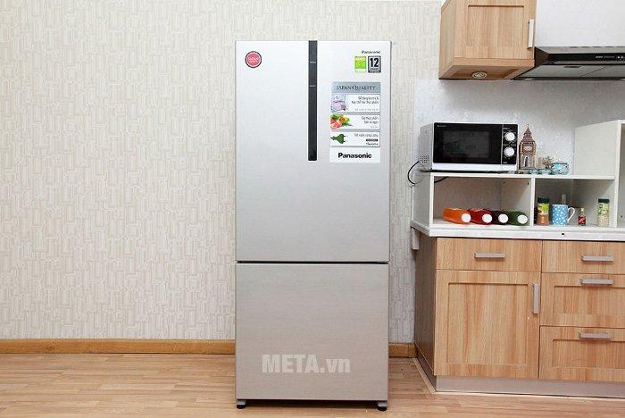 Tủ lạnh 410 lít Panasonic NR-BX418GSVN được thiết kế với  lớp kính phẳng ngoài mặt tủ tôn vinh vẻ đẹp cao cấp và sang trọng.