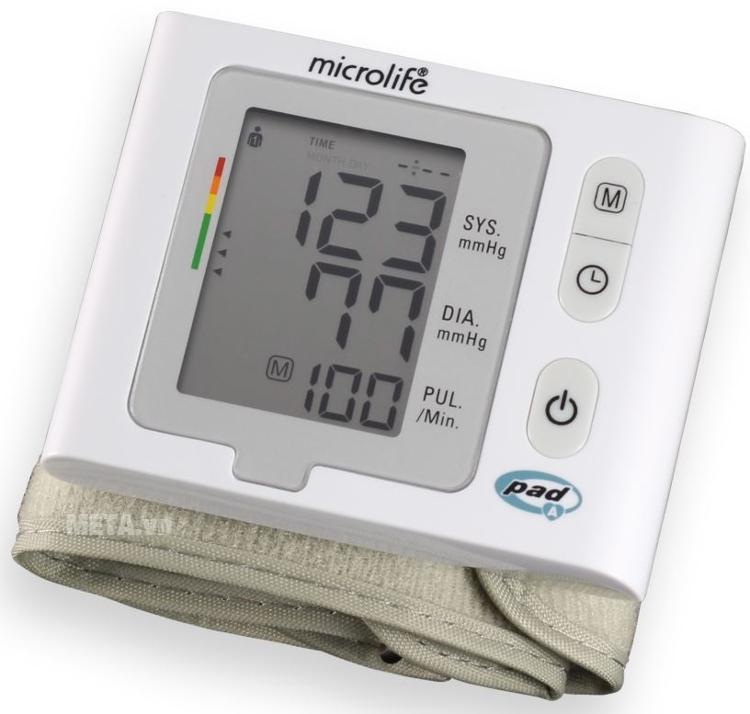 Máy đo huyết áp cổ tay Microlife BP W2-Slim-Wrist với thiết kế màn hình lớn.