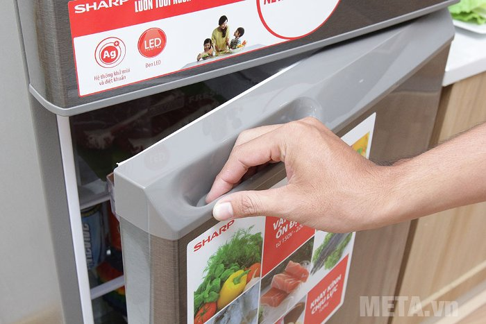 Tủ lạnh 196 lít Sharp SJ-211E-SL thiết kế tay cầm dạng lõm