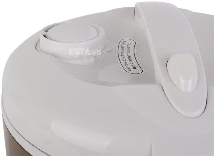 Cụm thoát của nồi cơm điện Midea MR-CM1806 hơi lớn, chống tràn nước