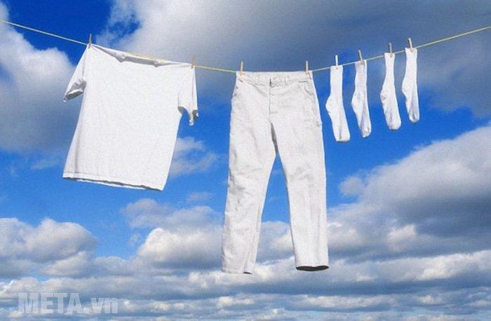 Máy giặt cửa trên 13kg Hitachi SF- 130XTV có tốc độ quay vắt mạnh mẽ, cho quần áo nhanh khô