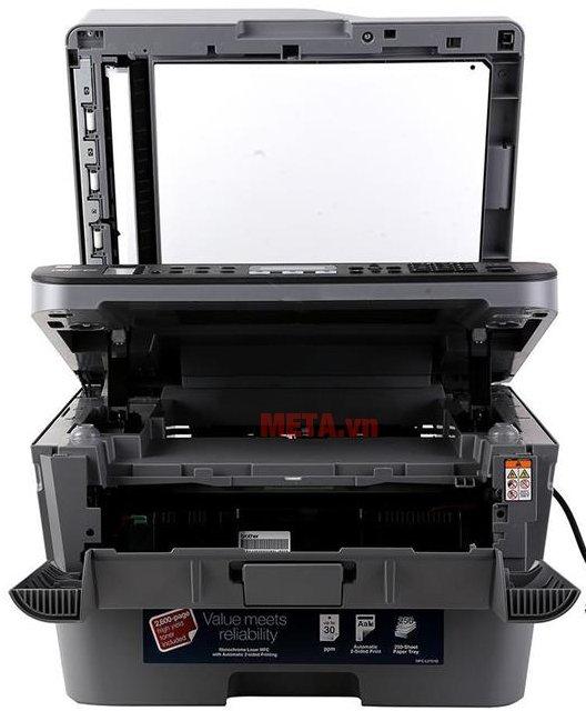 Máy in đa chức năng Brother MFC-L2701D có khay đựng giấy lớn.