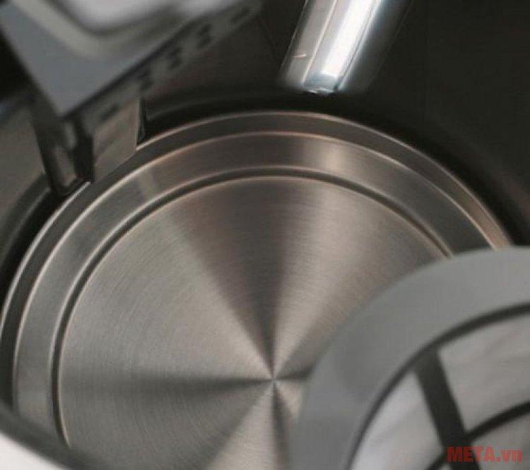 Ấm siêu tốc Braun WK 300 ONYX có dung tích 1,7 lít.
