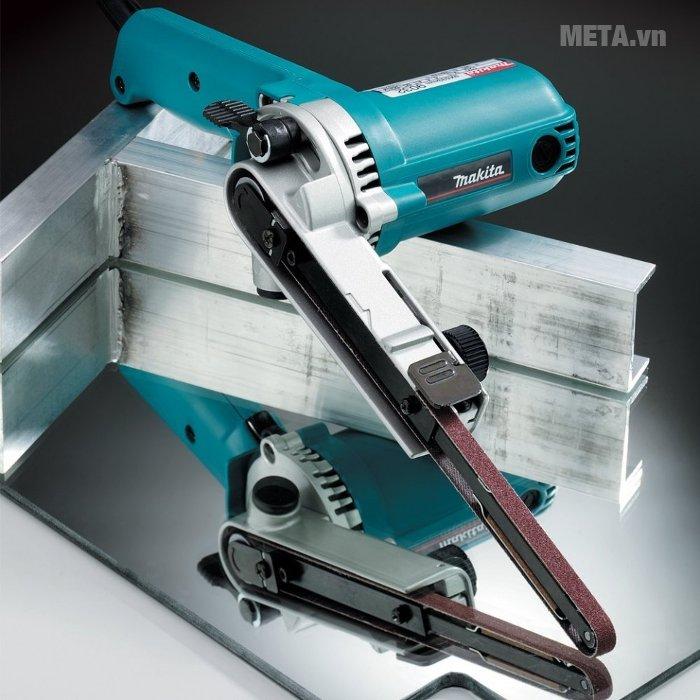 Máy chà nhám băng Makita 9032 có thiết kế nhỏ gọn, dễ sử dụng