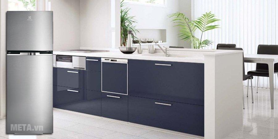 Tủ lạnh Inverter 320 lít Electrolux ETB3200MG làm nổi bật không gian bếp