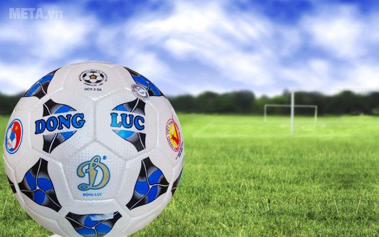 Bóng đá số 4 cơ bắp UCV 3.05 dùng cho sân cỏ nhân tạo