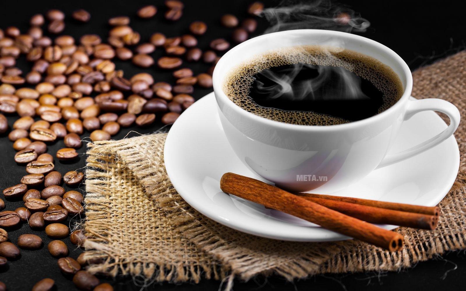 Ấm pha cà phê Aeternum Allegra 3Tz Fucsia BCM 6013 cho bạn những ly cà phê thơm ngon