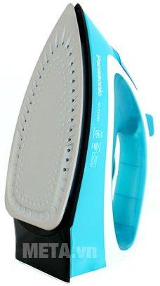 Bàn là hơi nước Panasonic PABU-NI-P300TRRA chứa 29 lỗ thoát hơi