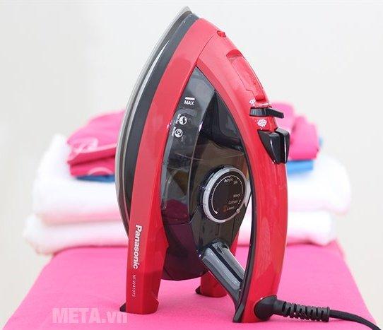 Bàn là hơi nước Panasonic PABU-NI-W410TSRRA màu sắc trang nhã