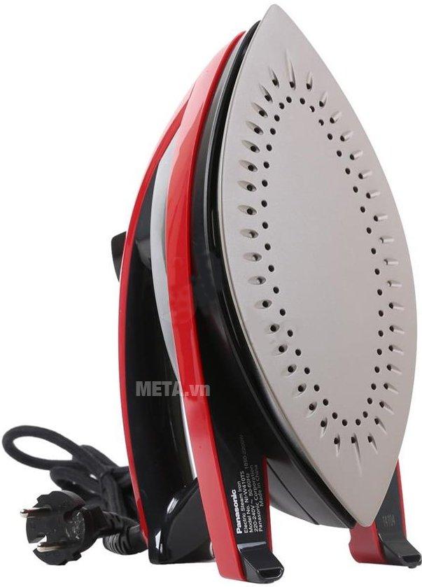 Bàn là hơi nước Panasonic PABU-NI-W410TSRRA có đế chống dính