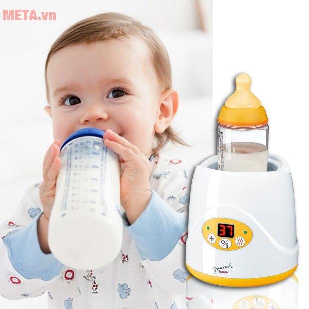 Máy hâm nóng bình sữa Beurer BY52 được làm từ nhựa cao cấp, an toàn cho trẻ