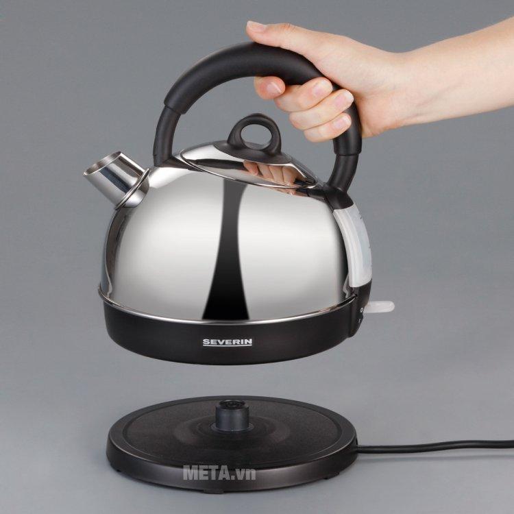Ấm siêu tốc inox Severin WK 3349 - 1,7 lít thiết kế tay cầm cách nhiệt, đảm bảo an toàn khi sử dụng