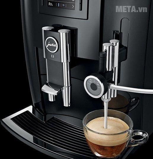 Máy pha cà phê tự động Jura Impressa E8 giúp pha cà phê nhanh chóng