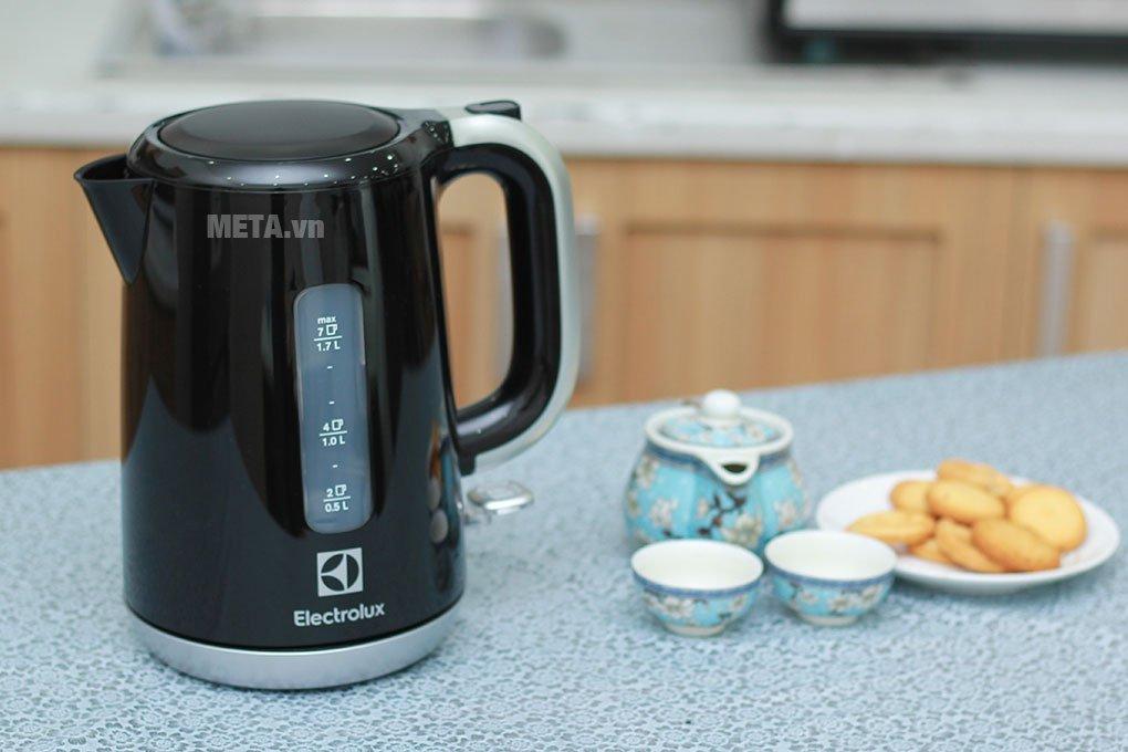 Ấm đun nước Electrolux EEK3505 thiết kế đẹp mắt