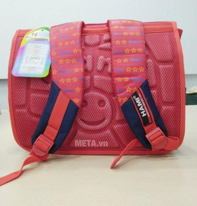 Cặp học sinh Hami C133 có mút đệm êm vai giúp bé mang theo dễ dàng hơn