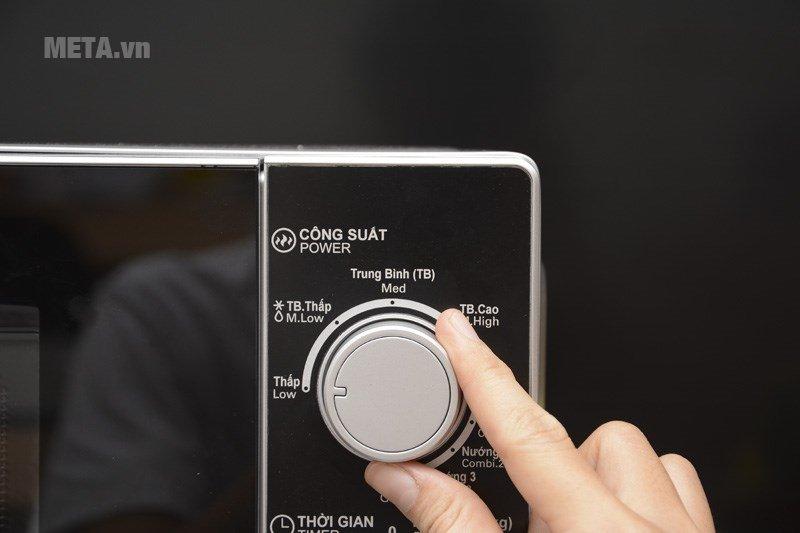 Lò vi sóng cơ có nướng Sharp R-G222VN-S 20 lít dễ sử dụng với nút điều chỉnh