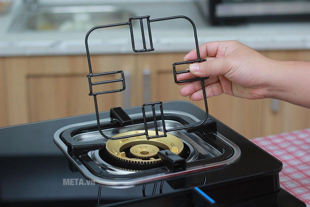 Bếp ga Electrolux ETG728GKR có giá đỡ, thuận tiện nấu nướng