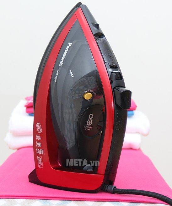 Bàn là hơi nước Panasonic NI-WT980RRA có thiết kế ấn tượng