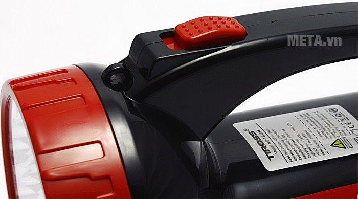 Đèn pin sạc điện Tiross TS-689 dễ sử dụng