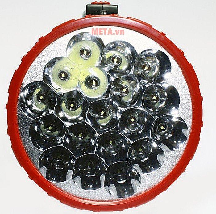 Đèn pin sạc điện Tiross TS-689 có khả năng chiếu sáng mạnh