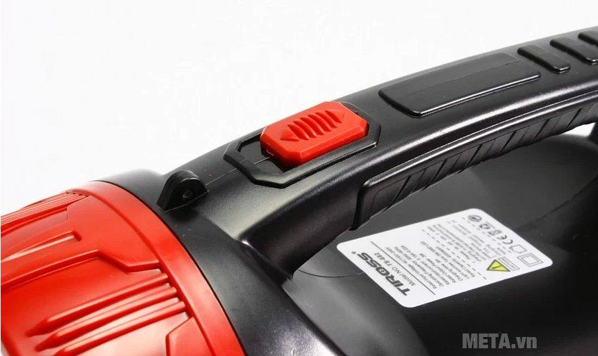Đèn pin sạc điện Tiross TS-682 dễ sử dụng với nút bật / tắt
