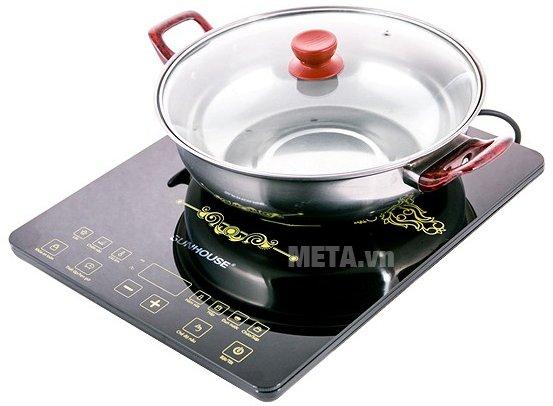Bếp điện từ cảm ứng Sunhouse SHD6870 giúp nấu ăn nhanh chóng