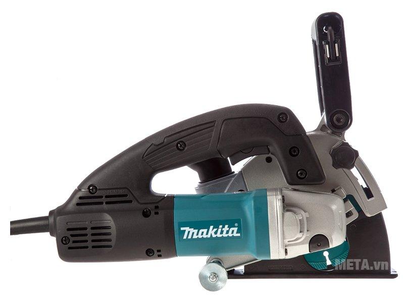 Máy cắt tường Makita SG1251J hoạt động với công suất mạnh mẽ