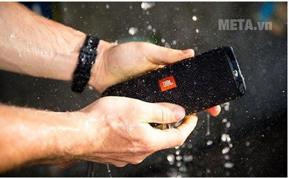 Loa Bluetooth JBL Flip 3 với thiết kế hiện đại