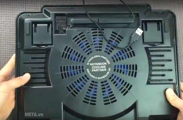 Mặt sau của đế làm mát laptop Cool Cold K17