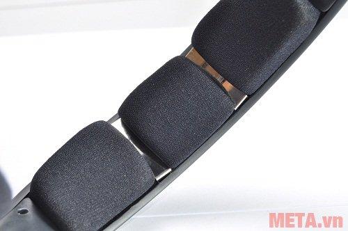 Tai nghe Sennheiser RS 120 II thiết kế mặt trong vòm chụp đầu có 2 tiếp điểm kim loại