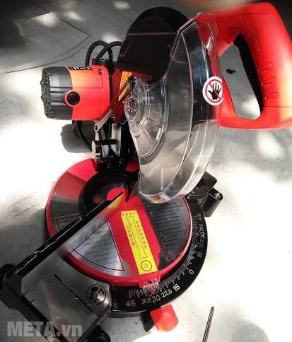 Máy cắt nhôm Kainuo 31255 sử dụng nhiều trong các cơ sở chế tạo nhôm