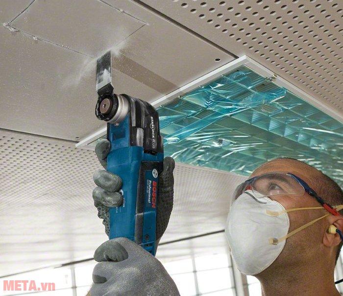 Máy cắt đa năng Bosch GOP 30-28 có lưỡi cưa sắc bén giúp cắt vật liệu nhanh hơn