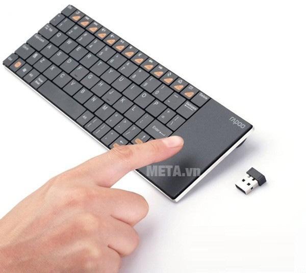 Bàn phím có chuột cảm ứng theo kèm đem lại sự tiện dụng cho người sử dụng