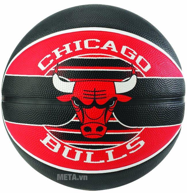 Mặt trước của bóng rổ Spalding NBA Team Chicago Bulls Outdoor size 7 (83-503Z)