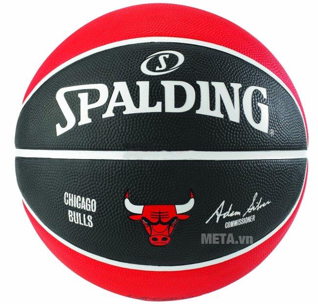 Mặt sau của bóng rổ Spalding NBA Team Chicago Bulls Outdoor size 7 (83-503Z)
