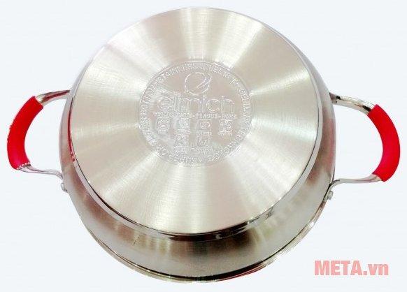 Đáy nồi được có cấu tạo 5 lớp có khả năng truyền nhiệt nhanh và giữ nhiệt lâu hơn