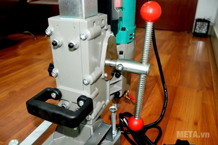 Máy khoan rút lõi bê tông DCA AZZ02-250 (Z1Z-FF02-250) đảm bảo an toàn cho người sử dụng.