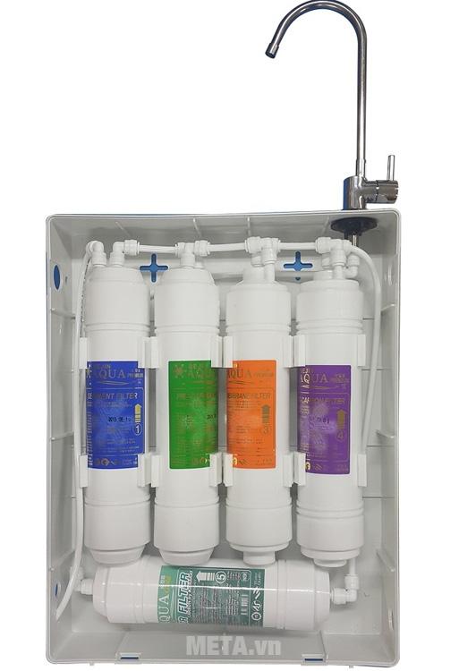 Máy sử dụng 5 lõi lọc đem đến nguồn nước tinh khiết và mát lành cho bạn