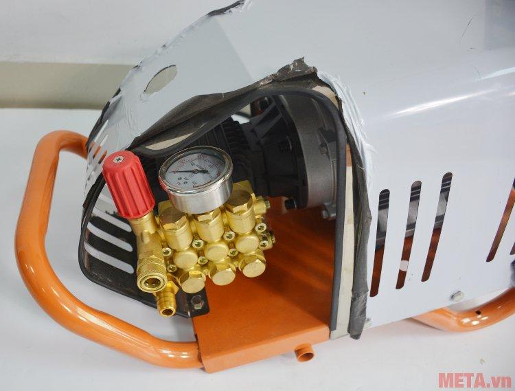 Máy rửa xe cao áp Jetta 150-3.0S4 (JET3000P-150) có đồng hồ Máy rửa xe cao áp Jetta 150-3.0S4 (JET3000P-150) có đồng hồ
