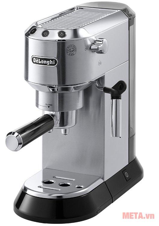 Máy pha cà phê Delonghi EC680.M có tính năng hâm nóng tách